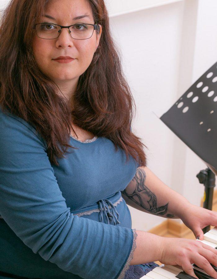 Katharina Schneider am Klavier